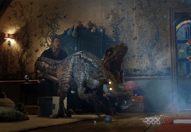 Фото №1 - «Еще больше динозавров»: Крис Пратт рассказал MAXIM, что нас ждет в «Мире Юрского периода-2». ВИДЕО