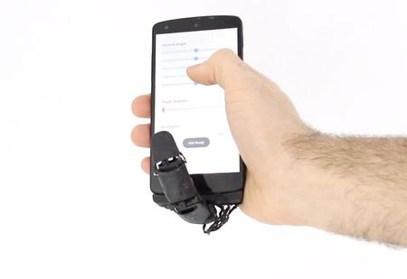 Разработчик предлагает робопалец как аксессуар для смартфона (видео)