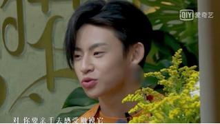 Странная цензура китайского телевидения: мужчинам замазывают уши