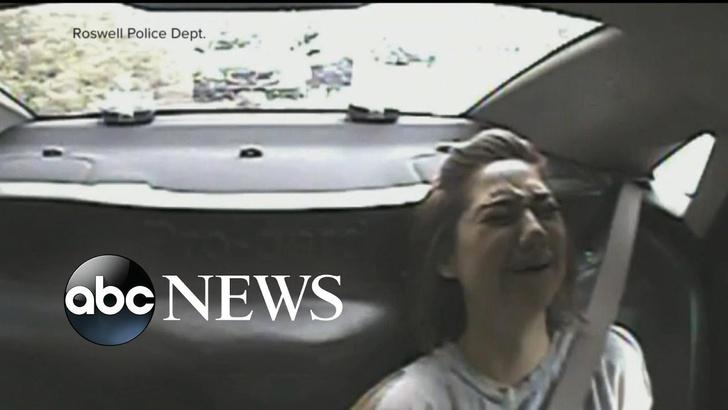 Фото №1 - Американские полицейские подбросили монетку, чтобы решить, арестовывать ли девушку (ВИДЕО)