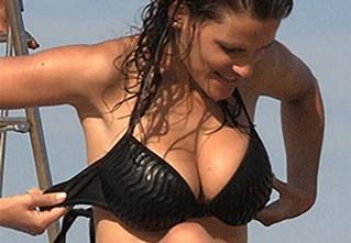 Пятничная подборка гифок знойных девушек с нудистских пляжей