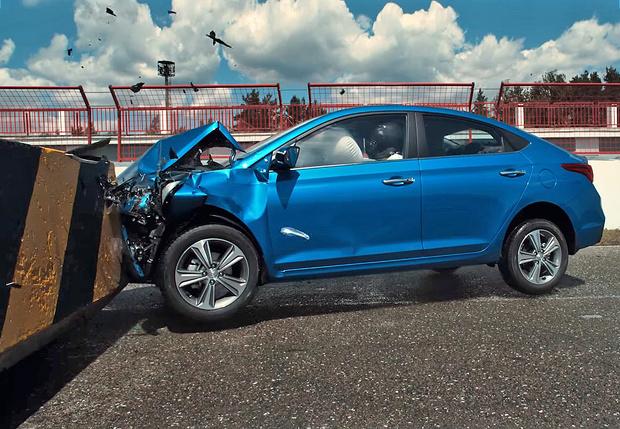 Фото №1 - Краш-тест: в новый Hyundai Solaris вместо манекена сел живой человек!