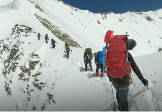 Спасатели опубликовали последние кадры экшен-камеры, найденной у погибших в Гималаях альпинистов (видео)