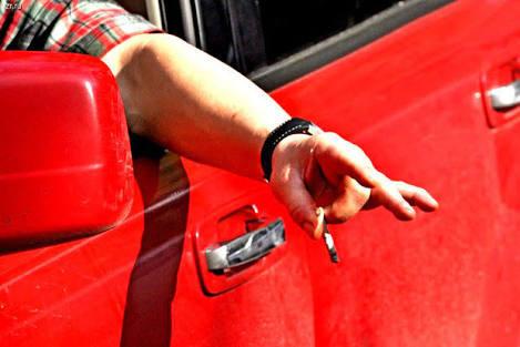 В России больше нельзя выбрасывать окурки в окно автомобиля