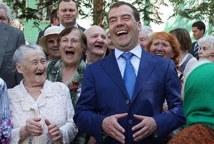 Фото №1 - Лучшие шутки дня и исчезновение Медведева!