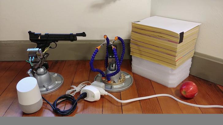 Фото №1 - Художник научил голосового ассистента Google стрелять из пистолета (ВИДЕО)