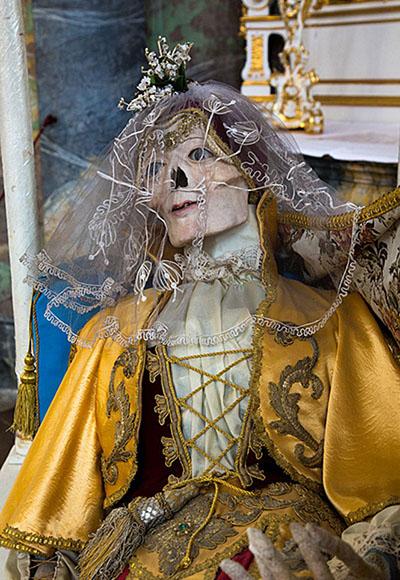 Фото №6 - Жертвы требуют красоты! Прекрасная в своей дикости коллекция нарядных скелетов