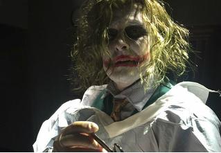Доктор принял роды в костюме Джокера!