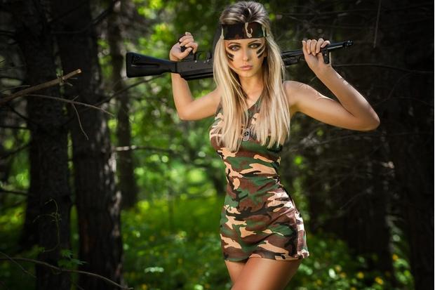 Фото №1 - Как познакомиться с девушкой-военнослужащей