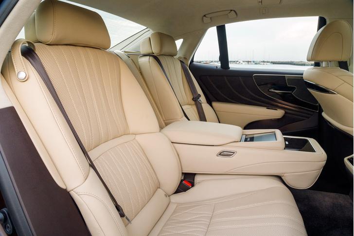 Фото №6 - Lexus LS — автомобиль, в котором сначала электрификация, а потом уже революция