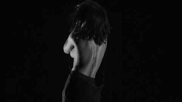 Фото №3 - Целуй ее лучше! Рианна выпустила свой самый эротичный клип