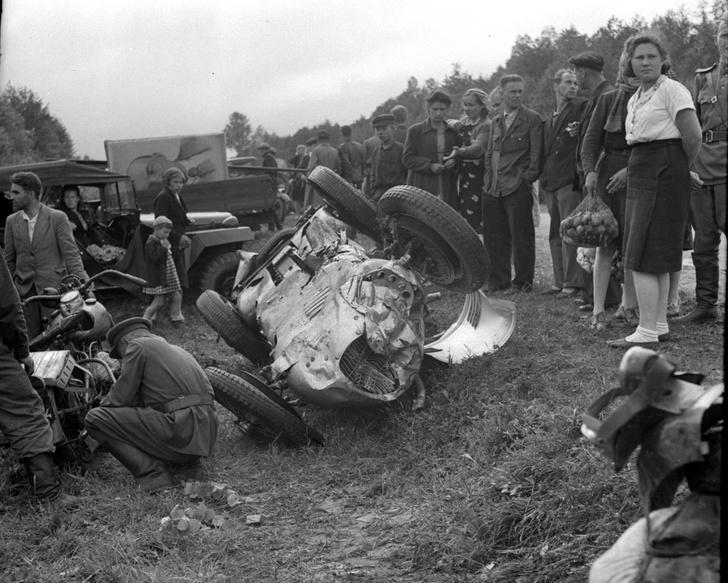 Это Auto-Union Type D, разбившийся под Горьким. Управлявший им гонщик Соколов чудом остался жив.