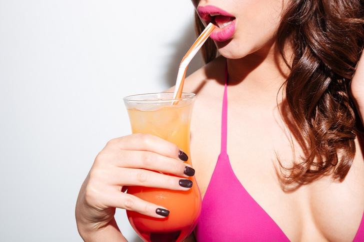 Фото №1 - 6 коктейлей, которые она заслужила