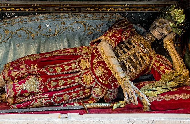 Фото №4 - Жертвы требуют красоты! Прекрасная в своей дикости коллекция нарядных скелетов
