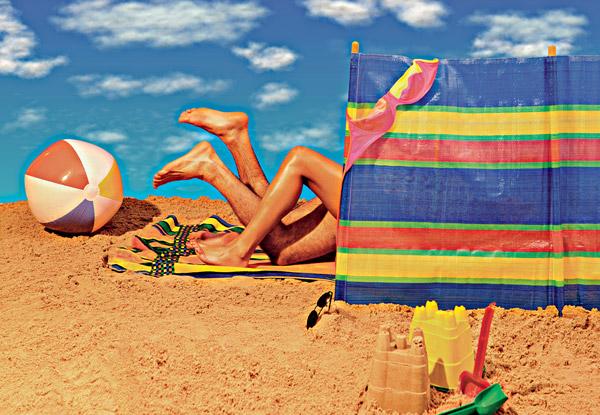 Фото №1 - Что лучше: секс в море или секс на пляже