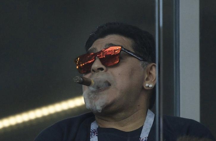 «Расист! Куряга!» Марадона на чемпионате мира в России вляпался в два скандала