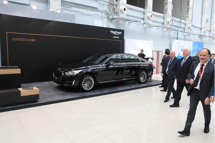 Фото №3 - Российский инвестиционный форум – это килотонны галстуков, портфелей и больших черных машин. А знаешь, каких?