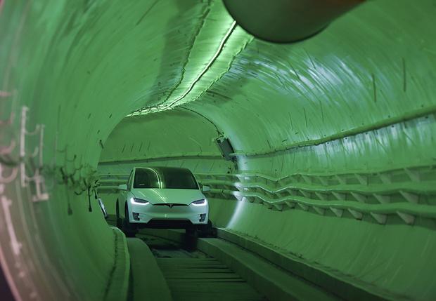 Фото №2 - Илон Маск показал свой первый действующий тоннель под Лос-Анджелесом (видео)