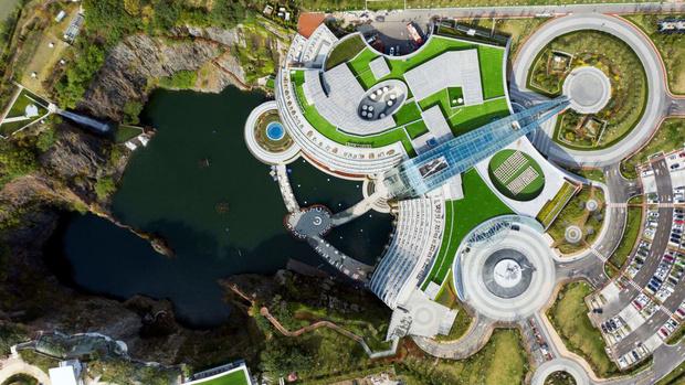 Фото №4 - Первый «подземный» отель открылся в Китае (фото)