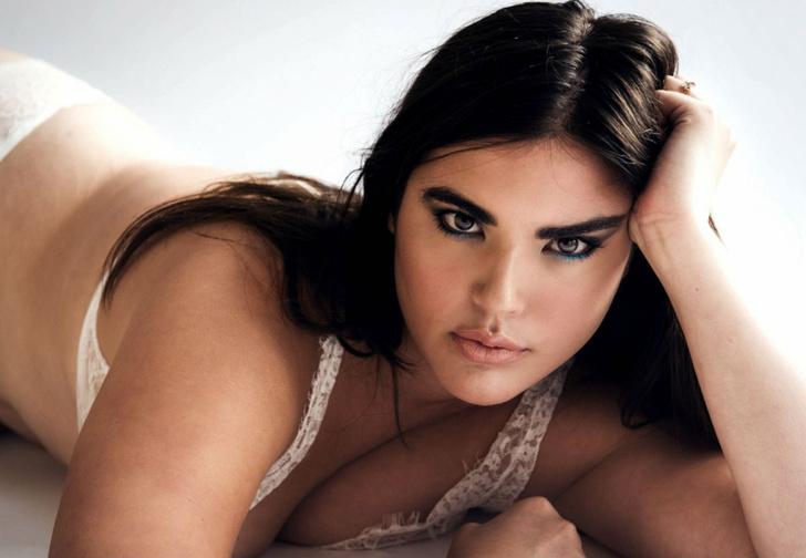 Фото №5 - Настя Задорожная, знаменитости в «голых» платьях и другие самые сексуальные девушки недели