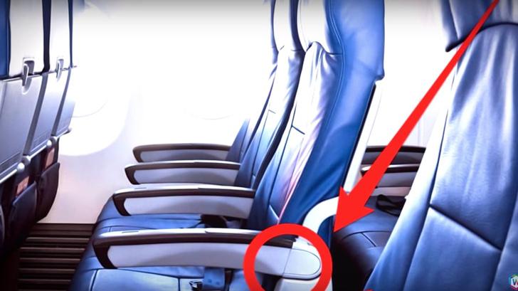 Фото №1 - Как поднять подлокотник у прохода в салоне самолета
