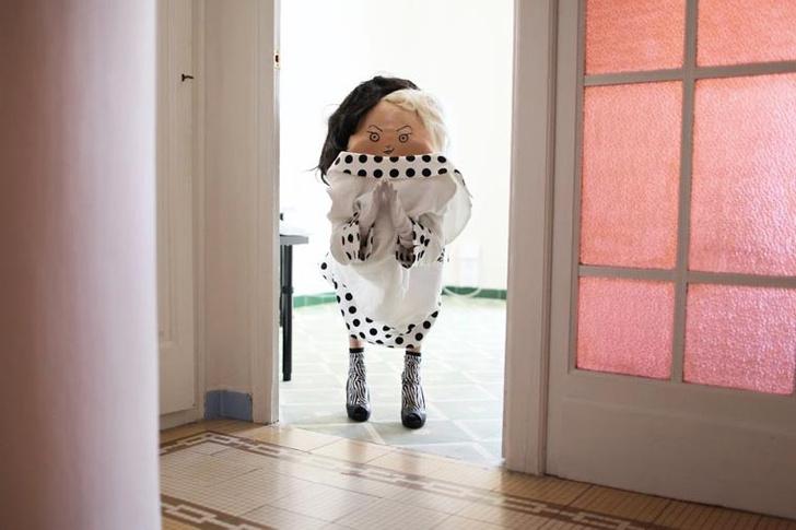 Фото №10 - Лицо на спине: новый странный тренд