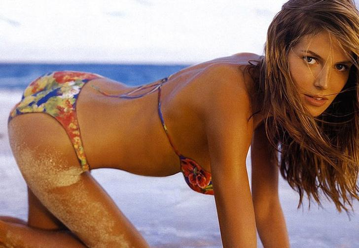 Фото №1 - Решительно поддерживаем новый тренд знаменитостей — нарисованные купальники
