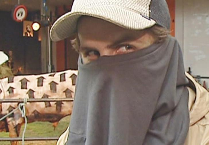 Фото №1 - Британский журналист нашел в архиве телеканала интервью с художником, который может оказаться Бэнкси (видео)