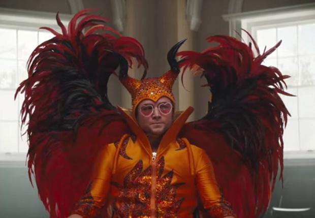 Фото №1 - И Элтон такой молодой! Новый трейлер байопика «Рокетмен». На русском