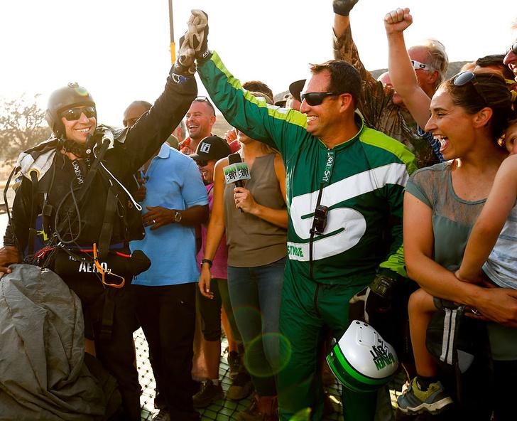 Люк Айкенс после прыжка без парашюта
