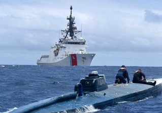 Береговая охрана США взяла на абордаж самодельную подводную лодку наркоторговцев (видео)