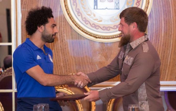 Фото №1 - Чечня окружила таким вниманием египтянина Салаха, что он задергался