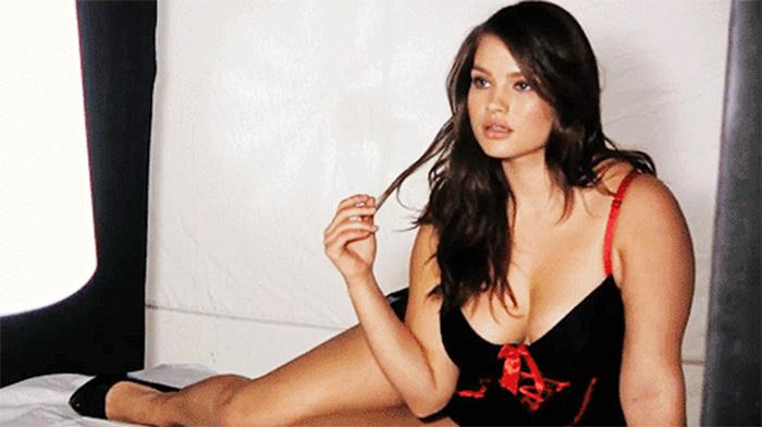 Фото №1 - Пятничная подборка гифок сексуальных пышек