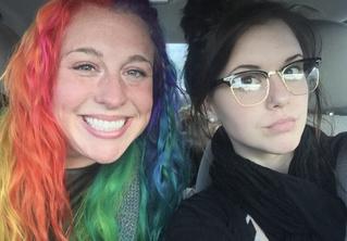 Твит дня: девушка показала свой дом и дом своей сестры, и они максимально разные