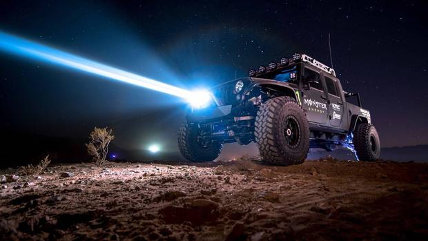 Фото №1 - Лауреат Нобелевской премии создал лазерные фары для автомобиля