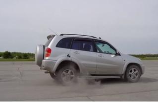 Что будет, если на скорости 100 км/ч врубить заднюю (познавательное видео)