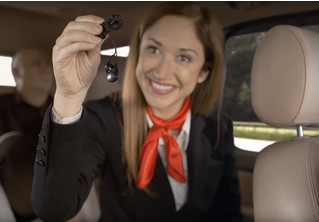 Если бы в такси действовали правила авиаперелетов. Уморительное видео!