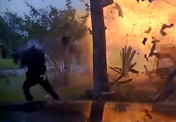 Фото №1 - Еще бы секунда — и... Невероятное спасение от смерти в адском взрыве! (ВИДЕО)