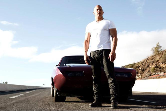 кадр из фильма Форсаж, что дожно быть в машине