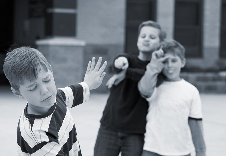 Фото №3 - Пусть сильнее грянет буллинг! Почему мужчинам так нравится издеваться друг над другом