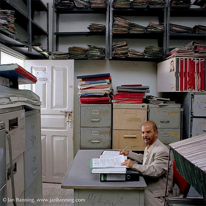 Фото №26 - Как выглядят кабинеты чиновников и служащих в разных странах