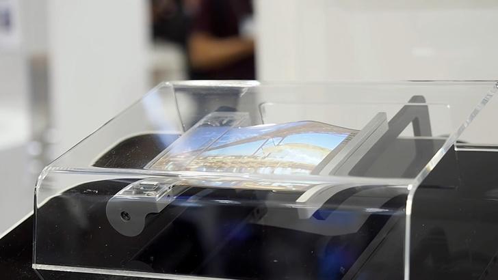 Фото №1 - Sony разрабатывает сворачиваемый в трубочку смартфон