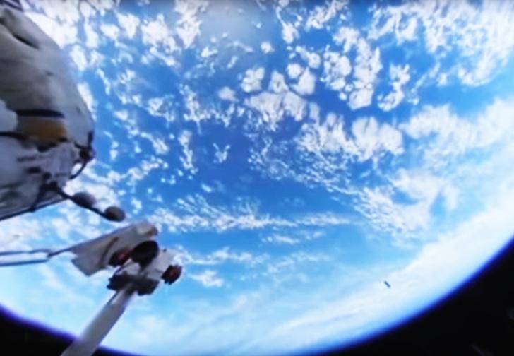 Фото №1 - Дождались! Первое во Вселенной панорамное ВИДЕО из открытого космоса!