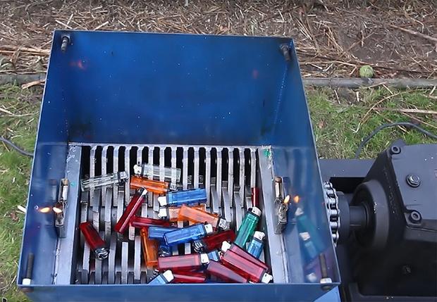 Фото №1 - Что будет, если бросить зажигалки в размалыватель (видео)