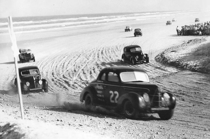 Фото №7 - Одноклассники: Porsche празднует 70-летний юбилей, а мы вспоминаем, что еще классного случилось в 1948 году