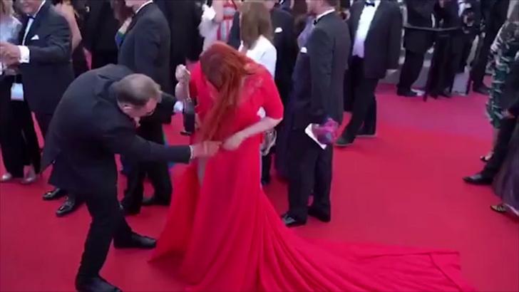 Фото №6 - Русская модель потеряла юбку прямо на красной дорожке Каннского фестиваля!