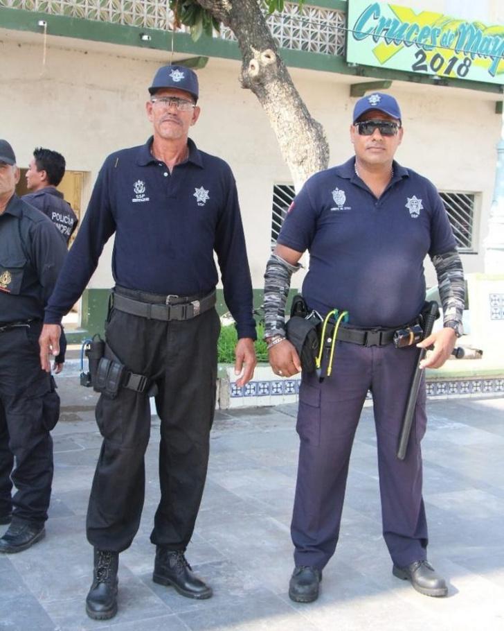 Фото №2 - Полицейские не сдали экзамен по стрельбе, и их вооружили рогатками
