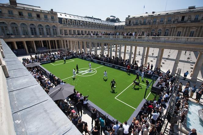 Матч легенд: Hublot собрал звёзд футбола под стенами Лувра