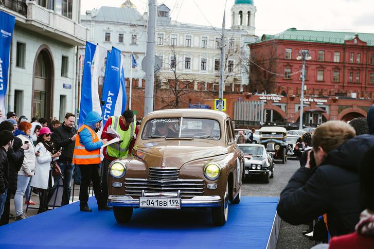 Фото №1 - Ветераны автомобилестроения проехались с ралли «Ингосстрах Exclusive Classic Day» по Москве