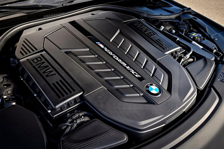 Фото №4 - BMW M760Li xDrive: 12 цилиндров седьмой серии